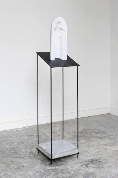 Maria, Porzellangips, Beton, Stahl, 168x38x38cm, 2014